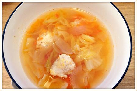 トマトとキャベツと鶏だんごのスープ