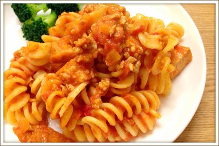 鶏ミンチと厚揚げのトマトパスタ