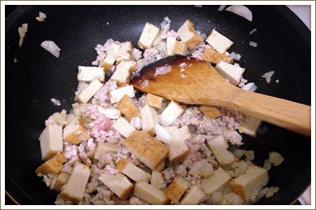 「鶏ミンチと厚揚げのトマトパスタ」制作画像