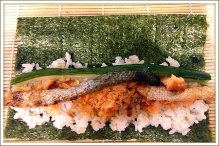 「焼き鮭の細巻き」制作画像