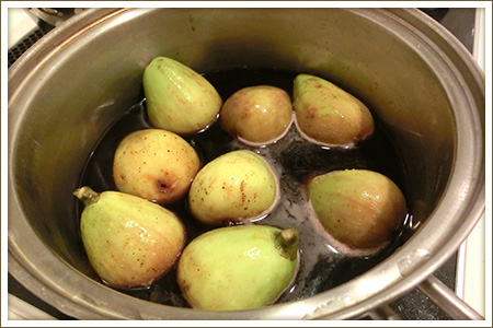 「いちじくと梨の赤ワイン煮」制作画像