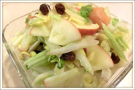 セロリとりんごのヨーグルトサラダ