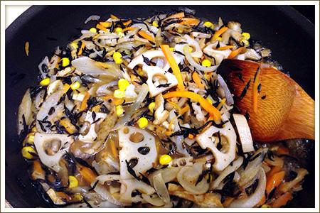 「ひじきのカラフル煮」制作画像