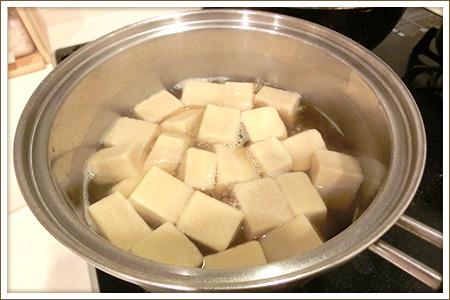 「凍り豆腐と菜の花の卵とじ」制作画像
