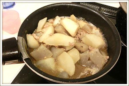 「豚大根こんにゃくの味噌煮込み」制作画像