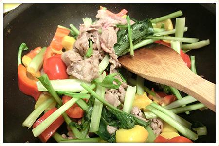 「豚肉と野菜のごまみそ炒め」制作画像
