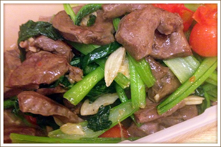 豚ハツと小松菜のにんにく炒め