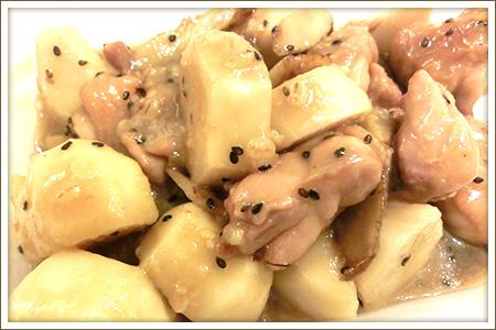 鳥モモと里芋のゴマ味噌煮